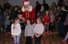Więcej o: Ubieranie choinki – Zabawa z Mikołajem